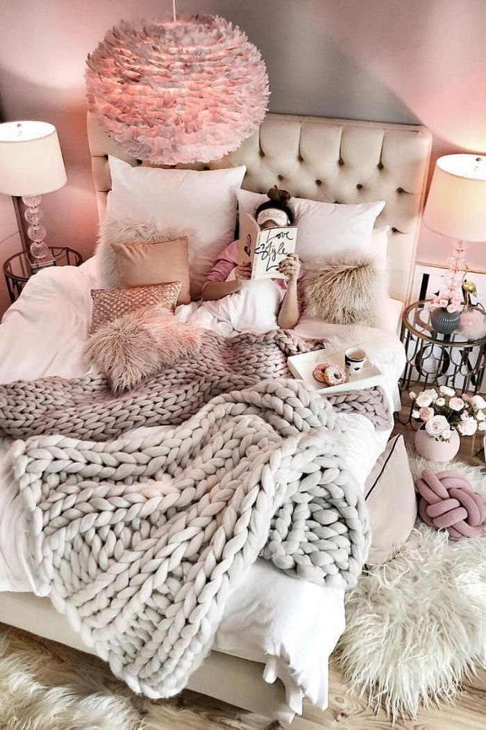 Heard of Hygge - the Danish philosophy of comfort, togetherness, and well-being?  It's a perfect way to practice self-care.  Not sure how to Hygge?  Here are 5 ways to embrace the cozy!  #hygge #cozy #cozyhome #hyggelife #selfcare #comfort #tulipandsage
