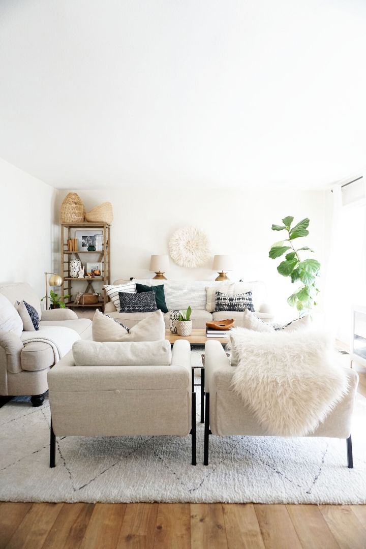 Source: almafied.com // One of my all-time favourite ways to celebrate spring is to bring it indoors. Here are 10+ of my latest favourite springtime spaces to give you some serious spring interior inspiration! #spring #homedecor #springdecor #interiors #tulipandsage
