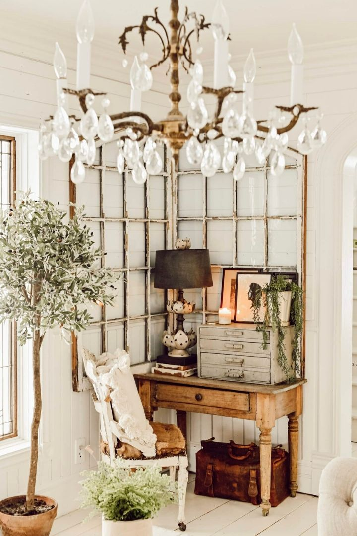 Source:  lizmarieblog.com // One of my all-time favourite ways to celebrate spring is to bring it indoors. Here are 10+ of my latest favourite springtime spaces to give you some serious spring interior inspiration! #spring #homedecor #springdecor #interiors #tulipandsage