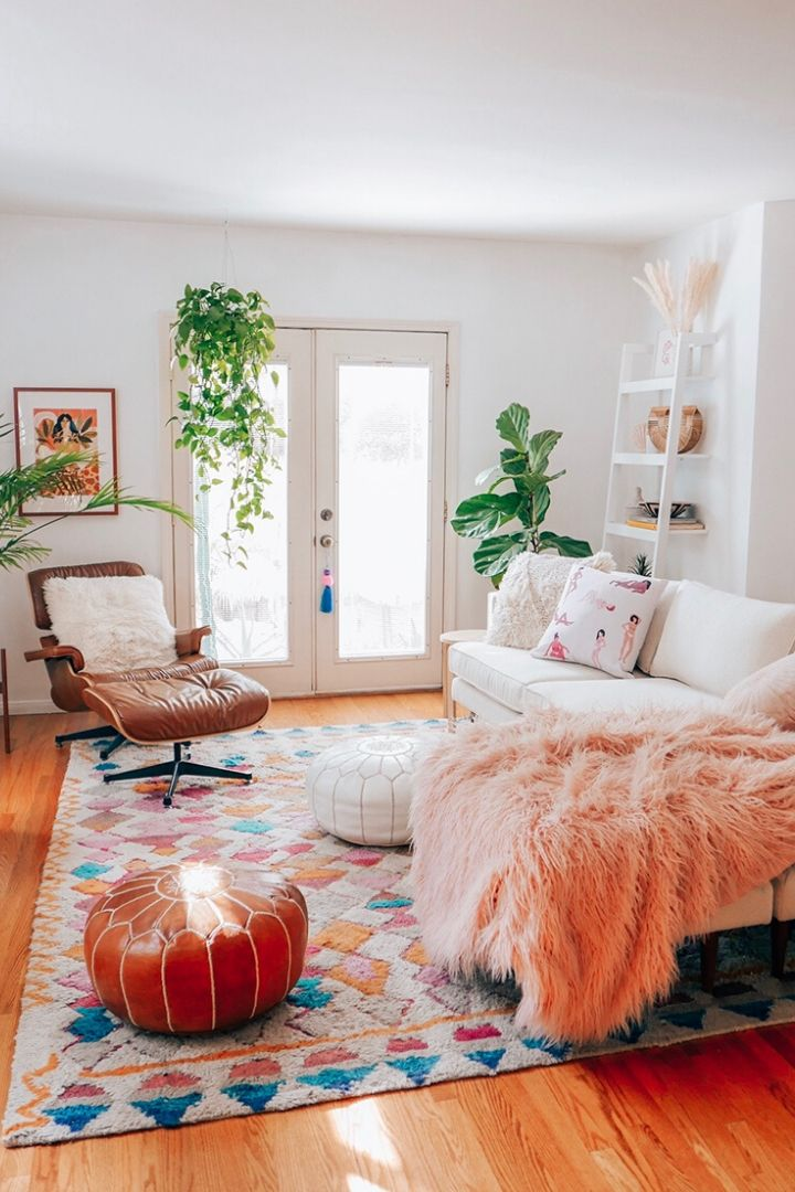 Source: erikacarlock.com // One of my all-time favourite ways to celebrate spring is to bring it indoors. Here are 10+ of my latest favourite springtime spaces to give you some serious spring interior inspiration! #spring #homedecor #springdecor #interiors #tulipandsage