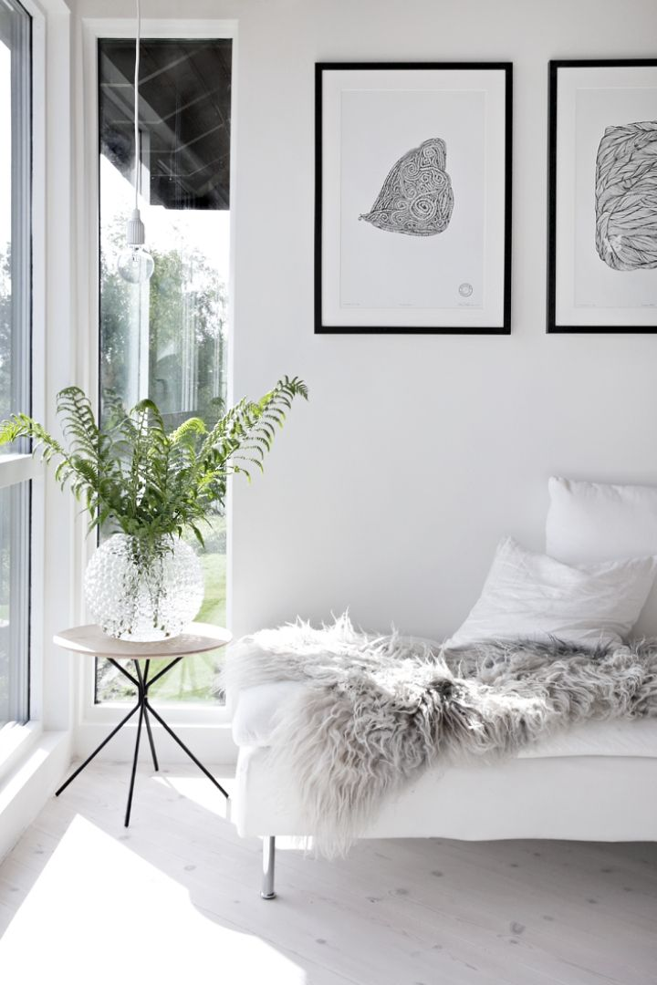 Source: stylizimoblog.com  // One of my all-time favourite ways to celebrate spring is to bring it indoors. Here are 10+ of my latest favourite springtime spaces to give you some serious spring interior inspiration! #spring #homedecor #springdecor #interiors #tulipandsage