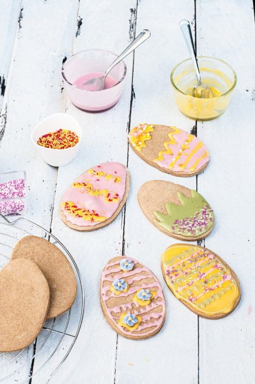 Vegan Easter Cookies With Naturally Colored Icing - veganfamilyrecipes.com | 20+ Guilt-Free Dessert Recipes | Tulip and Sage