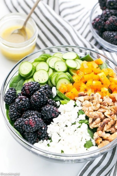 Blackberry Spinach Salad With Light Balsamic Vinaigrette - cookinglsl.com  |  20+ Quick & Delicious Summer Salad Recipes - Tulip and Sage