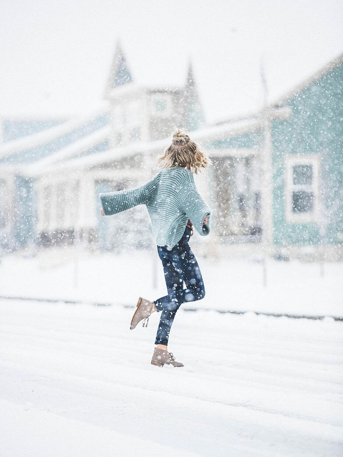 Source: somewheredevine.com // Winter can be tough, but a peaceful snowfall can turn a cold, harsh day into a magical winter wonderland! Here's why I can't deny the magic of snow. #winterwonderland #winter #snow #happiness #gratitude