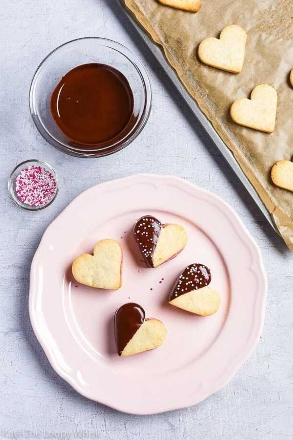 Valentine's Chocolate-Dipped Heart Cookies - theloopywhisk.com