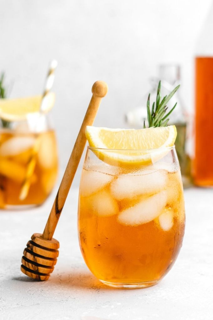 Honey Rosemary Iced Tea - foodduchess.com // There's nothing like enjoying a fresh cold glass of iced tea on a hot summer's day!  Here are 10 Healthy Iced Tea Recipes you must try this summer!  #tulipandsage #healthyicedtearecipes #healthyicetea #icedtearecipes