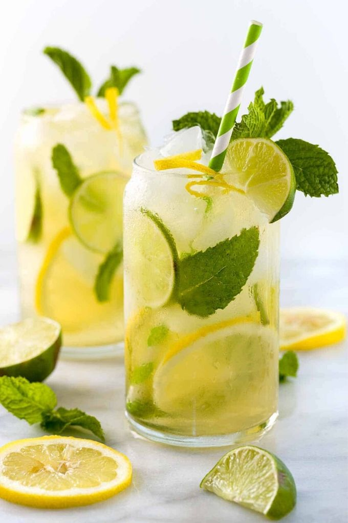 Iced Green Tea - jessicagavin.com // There's nothing like enjoying a fresh cold glass of iced tea on a hot summer's day!  Here are 10 Healthy Iced Tea Recipes you must try this summer!  #tulipandsage #healthyicedtearecipes #healthyicetea #icedtearecipes
