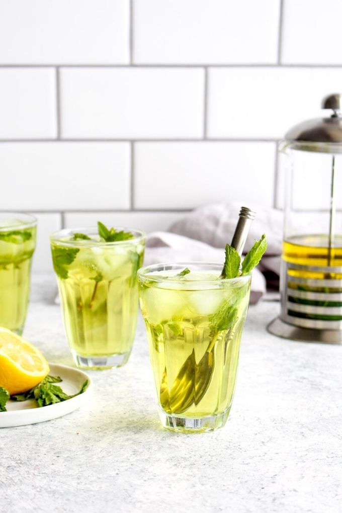 Mint Iced Tea - darngoodveggies.com // There's nothing like enjoying a fresh cold glass of iced tea on a hot summer's day!  Here are 10 Healthy Iced Tea Recipes you must try this summer!  #tulipandsage #healthyicedtearecipes #healthyicetea #icedtearecipes