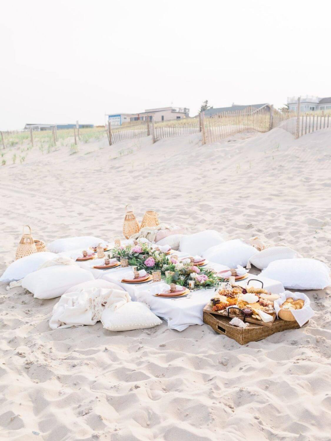 Photo Credit - amybelievesinpink.com // I'm craving some sunshine. And I'm currently daydreaming of a beach picnic! If you share in this daydream, here's some serious beach picnic inspo for ya! #tulipandsage #beachpicnic #beachpicnicaesthetic #beachpicnicideas