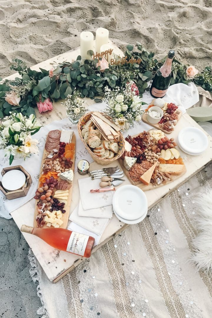 Photo Credit - detailsbyalessandra.com // I'm craving some sunshine.  And I'm currently daydreaming of a beach picnic!  If you share in this daydream, here's some serious beach picnic inspo for ya! #tulipandsage #beachpicnic #beachpicnicaesthetic #beachpicnicideas