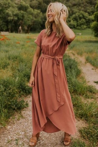 Looking for a wardrobe staple that is stylish, comfortable, and effortless to put together? Look no further! Here are 10 reasons we love maxi dresses! #tulipandsage #maxidress #maxidresses #maxidressinspiration