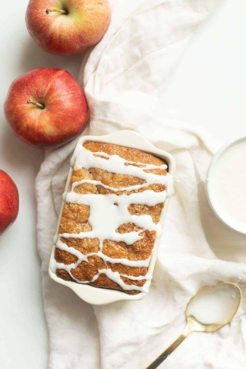 Source: julieblanner.com / Hello apple lovers!  Are you looking for some new apple recipes to try this season?  Check out our top ten apple recipes to make this fall! #tulipandsage #applerecipes #fallapplerecipes #applerecipeseasy