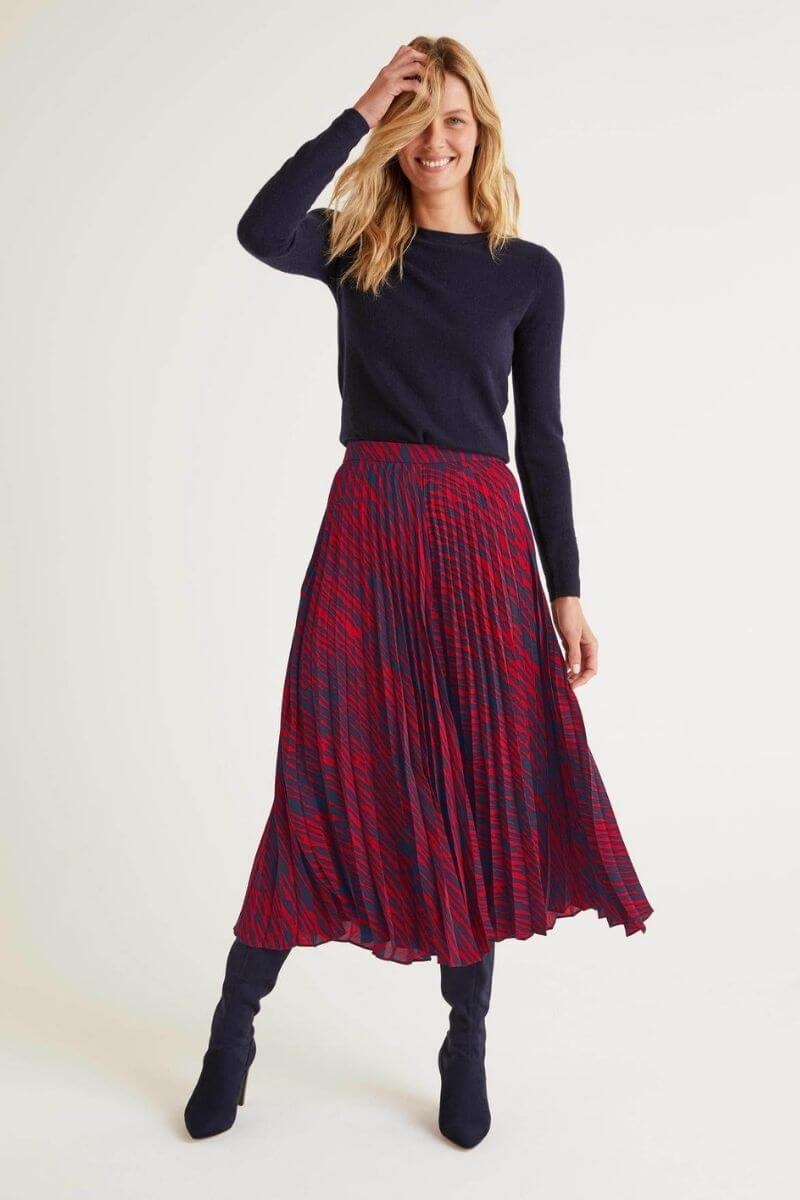 Looking for some fall wardrobe staples and inspiration?  We're sharing our top fall wardrobe essentials from this week's awesome Boden sale! #boden #falloutfits #fallwardrobeessentials #fallwardrobestaples