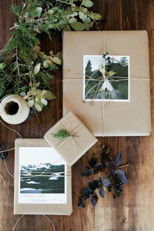 source: clemaroundthecorner.com/ Who else loves brown paper wrapped gifts?  Looking for ways to use this paper this holiday season?  Here are our favourite brown paper gift wrap ideas! #brownpaperwrapping #brownpaperchristmaswrappingideas #diywrappingpaper #diywrappingideas