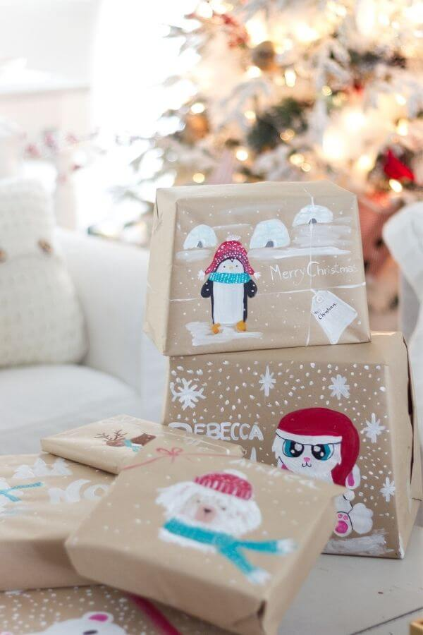 source: craftberrybush.com/ Who else loves brown paper wrapped gifts?  Looking for ways to use this paper this holiday season?  Here are our favourite brown paper gift wrap ideas! #brownpaperwrapping #brownpaperchristmaswrappingideas #diywrappingpaper #diywrappingideas