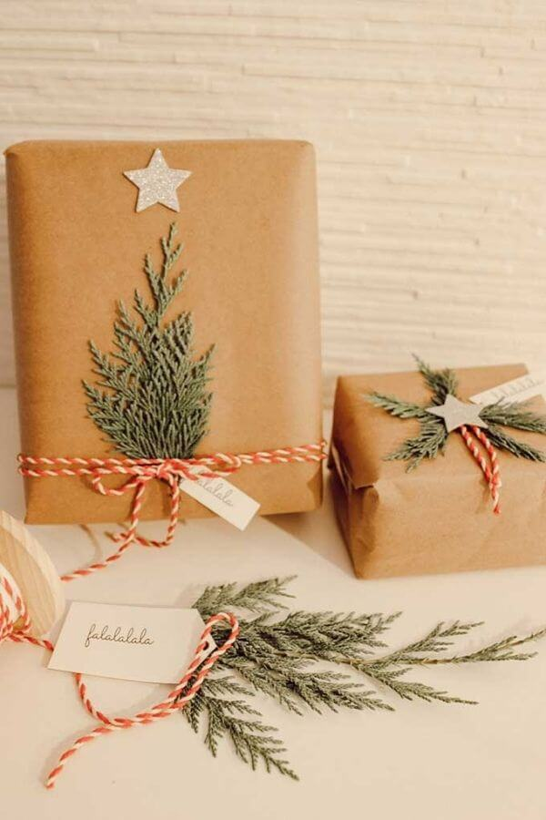 source: hallstromhome.com/ Who else loves brown paper wrapped gifts?  Looking for ways to use this paper this holiday season?  Here are our favourite brown paper gift wrap ideas! #brownpaperwrapping #brownpaperchristmaswrappingideas #diywrappingpaper #diywrappingideas