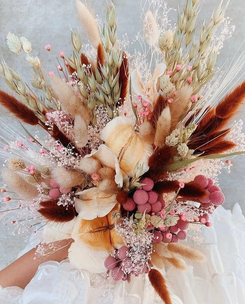 source: honestlywtf.com/ On this week's Friday Favourites, find everyday gratitude rituals, beautiful dried flower bouquets, Audrey Hepburn's wardrobe staples, and more! #fridayfavorites