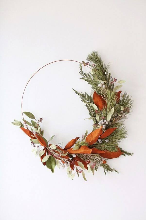source: justinecelina.com/ If you're looking to get your DIY on this holiday season, we've rounded up our favourite beautifully festive DIY Christmas Wreaths that you'll want to try! #holidaywreaths #holidaywreathsdiy #holidaywreathschristmas #diychristmaswreaths