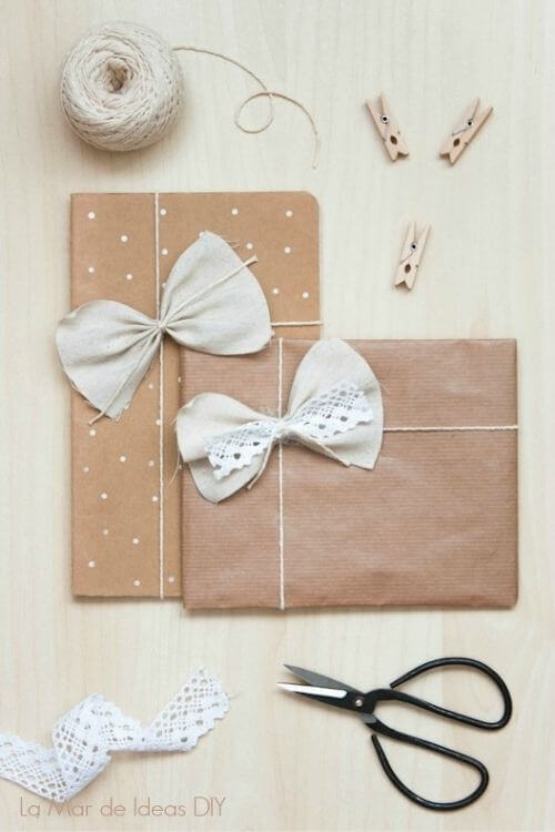 source: lamardeideasdiy.blogspot.com/ Who else loves brown paper wrapped gifts?  Looking for ways to use this paper this holiday season?  Here are our favourite brown paper gift wrap ideas! #brownpaperwrapping #brownpaperchristmaswrappingideas #diywrappingpaper #diywrappingideas