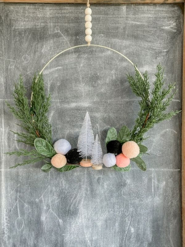 source: lollyjane.com/ If you're looking to get your DIY on this holiday season, we've rounded up our favourite beautifully festive DIY Christmas Wreaths that you'll want to try! #holidaywreaths #holidaywreathsdiy #holidaywreathschristmas #diychristmaswreaths