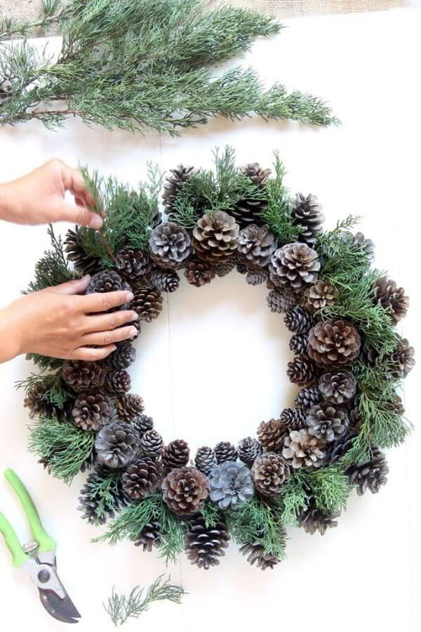source: pieceofrainbow.com/ If you're looking to get your DIY on this holiday season, we've rounded up our favourite beautifully festive DIY Christmas Wreaths that you'll want to try! #holidaywreaths #holidaywreathsdiy #holidaywreathschristmas #diychristmaswreaths