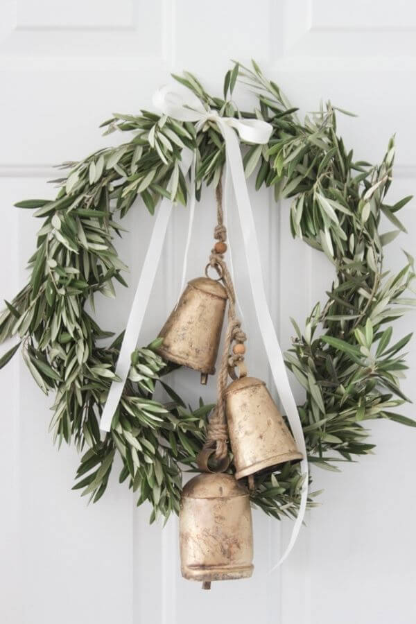 source: shadesofblueinteriors.com/ If you're looking to get your DIY on this holiday season, we've rounded up our favourite beautifully festive DIY Christmas Wreaths that you'll want to try! #holidaywreaths #holidaywreathsdiy #holidaywreathschristmas #diychristmaswreaths
