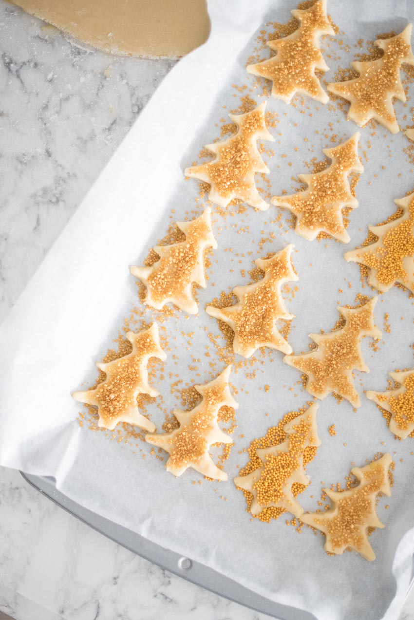 If you're looking for a bit of nostalgia or just in the mood for a yummy treat, give this Christmas Sugar Cookies recipe a try! #sugarcookies #sugarcookieschristmas #sugarcookiesrecipe #christmassugarcookies