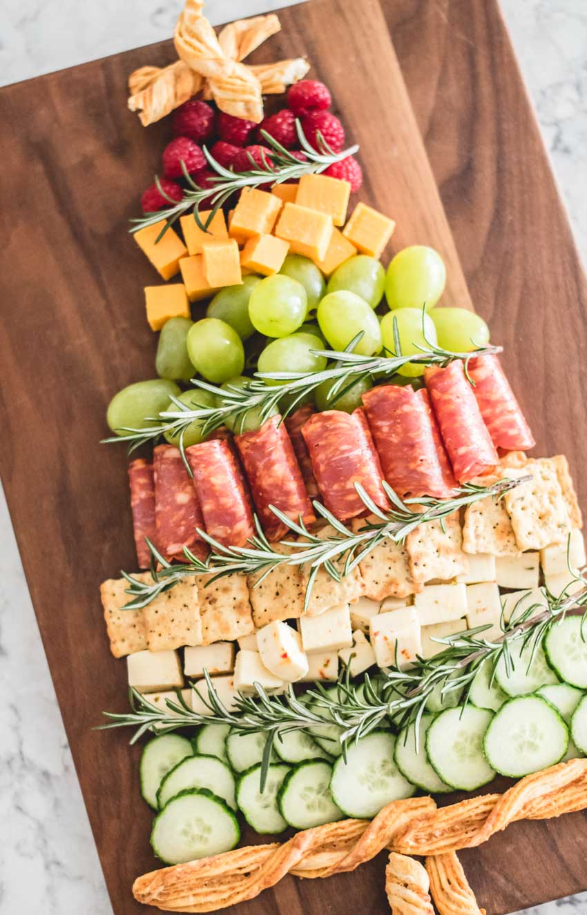 I finally made my very own Christmas Tree Cheese Board!  It's such an adorably festive way to serve up an appetizer.  Here's what I included in mine.  #christmastreecheeseboard #christmascheeseboard #christmasfoodcideas #holidaycheeseboardchristmas