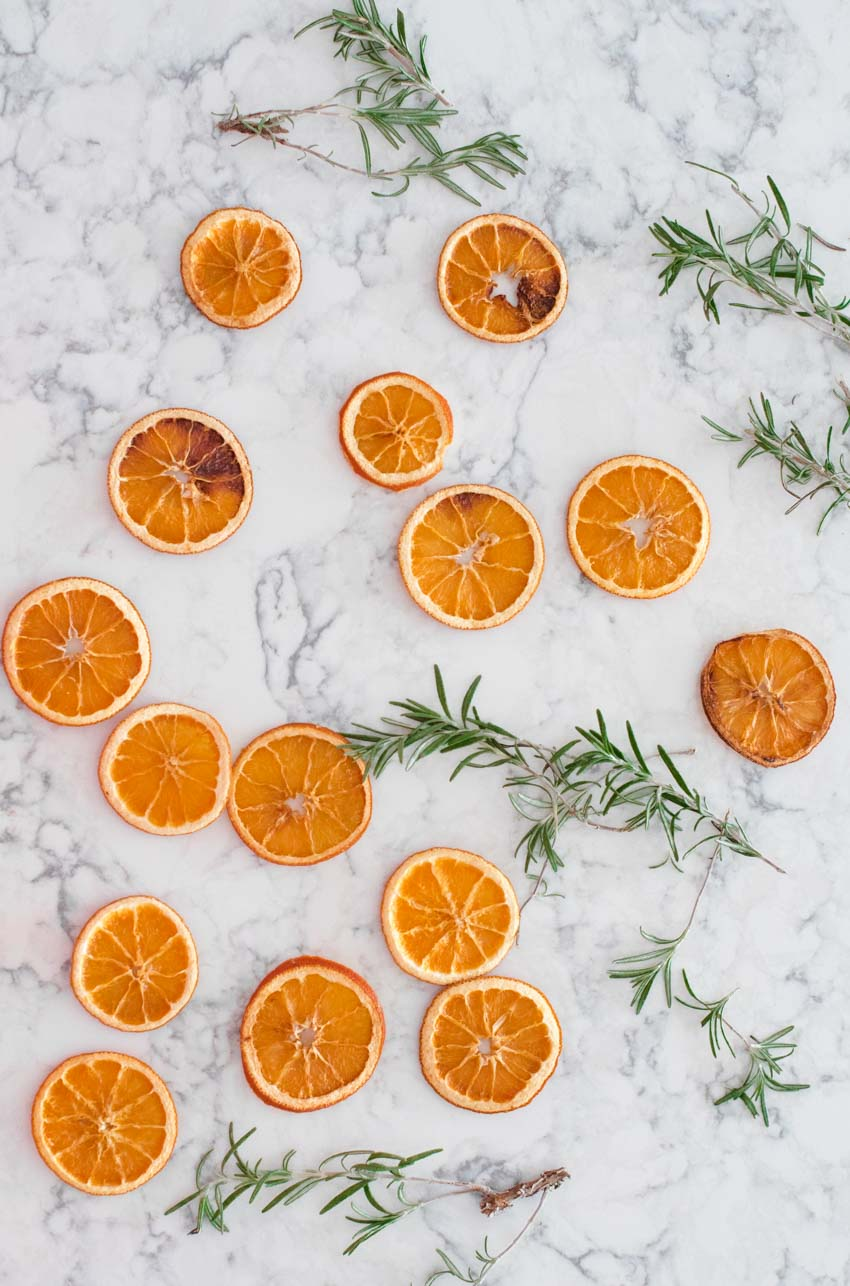 Dried oranges are such a sweet and simple way to decorate the home during this time of year.  Here's a DIY Dried Orange Garland you need to try! #driedorangegarland #driedorangegarlandchristmas #driedorangeslicesgarland #driedorangeslicesdecoration