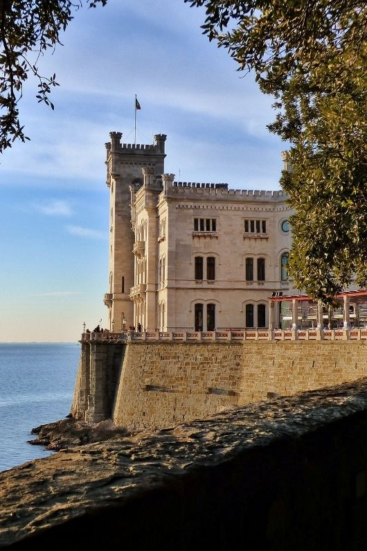 Feed your wanderlust from the comfort of your couch!  Here are 10 Virtual Castle Tours of the dreamiest European castles you'll want to explore today! #europeancastles #castles #castlevirtualtours #virtualcastletours