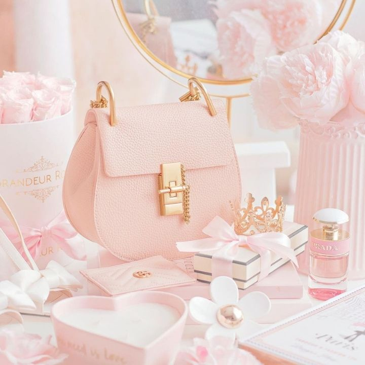 source: @fridayfaye/ If you're into Disney cuteness, pretty flat lays, and pink EVERYTHING, you will definitely share in today's Monday Muse! Here's an Instagram feed to follow! #mondaymuse #pinkaesthetic #pinkphotographyinstagram #pinkflatlayinstagram