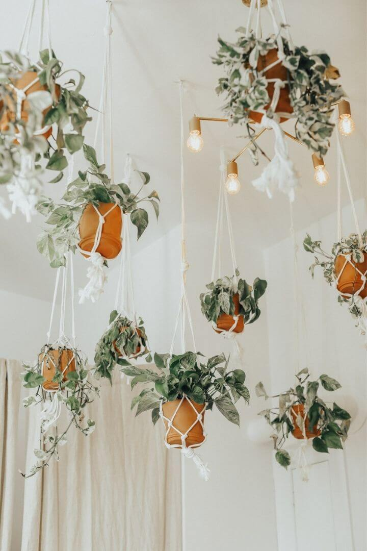 source: advicefromatwentysomething.com/ Are you also coveting macrame home decor and looking for some decorating inspiration? Here are some pretty macrame-filled spaces and my favourite finds!  #macramehomedecor #macramehomedecorinspiration #macramedecor #macramedecorideas