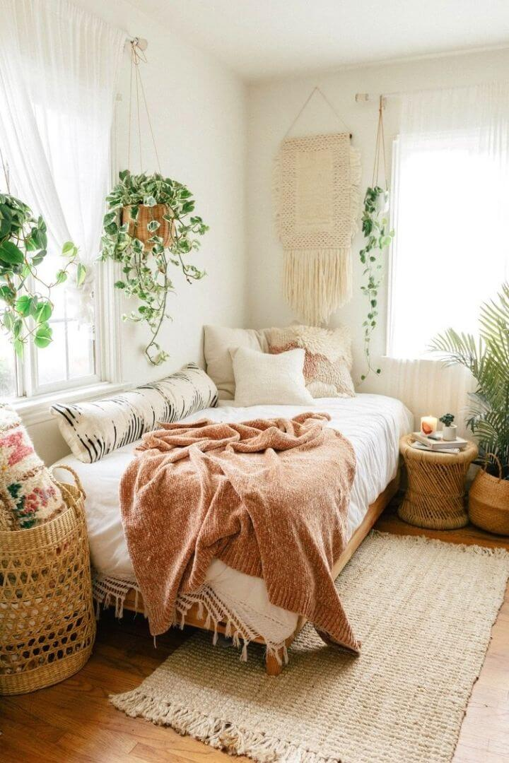 source: blackandblooms.com/ Are you also coveting macrame home decor and looking for some decorating inspiration? Here are some pretty macrame-filled spaces and my favourite finds!  #macramehomedecor #macramehomedecorinspiration #macramedecor #macramedecorideas