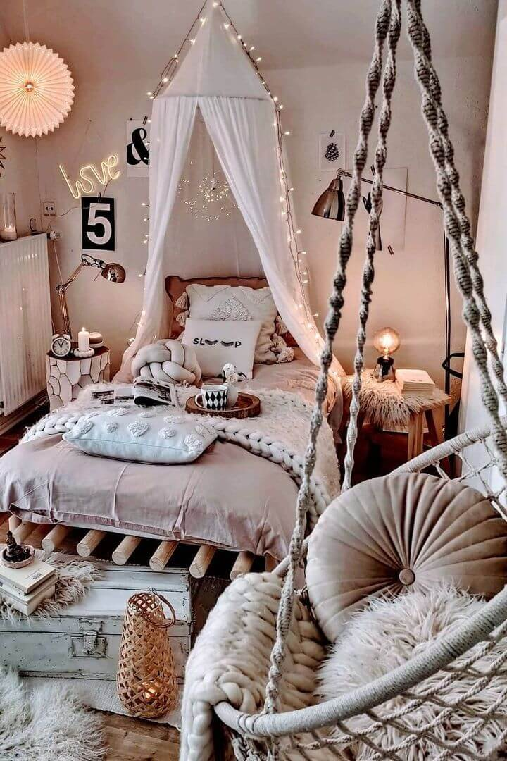source: herzenstimme/ Are you also coveting macrame home decor and looking for some decorating inspiration? Here are some pretty macrame-filled spaces and my favourite finds!  #macramehomedecor #macramehomedecorinspiration #macramedecor #macramedecorideas
