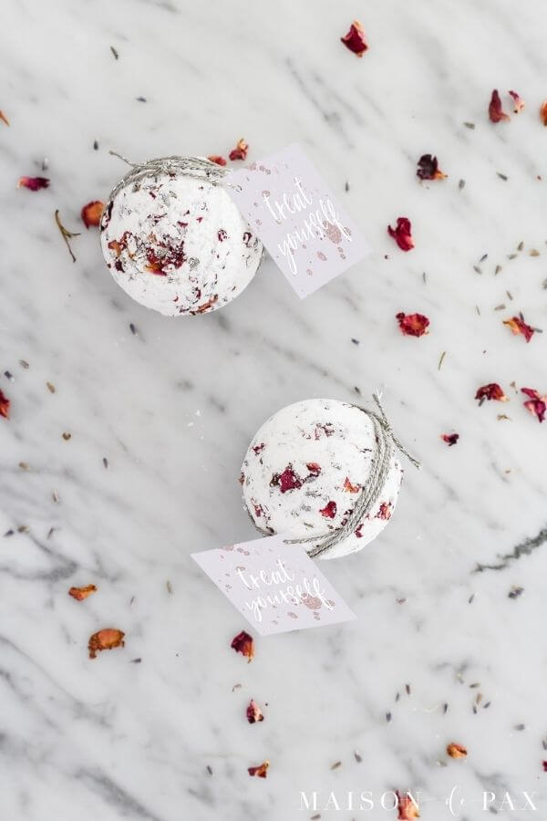 source: maisondepax.com/ Looking for ways to hold onto your roses this Valentine's Day?  Here are 14 sweet and simple things to do with your leftover rose petals! #rosepetaldiy #rosepetaldiybeauty #rosepetaluses #thingstodowithrosepetals