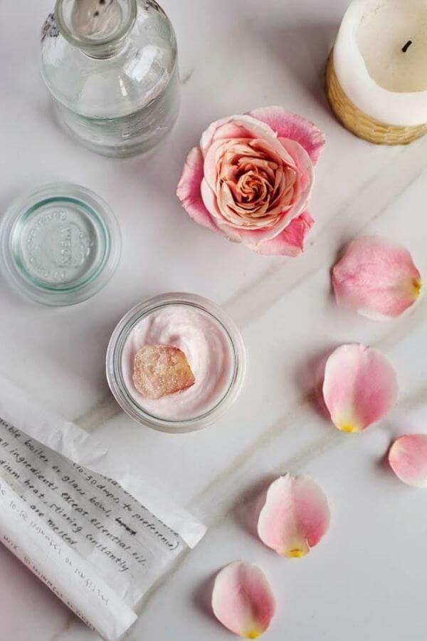 source: poppytalk.com/ Looking for ways to hold onto your roses this Valentine's Day?  Here are 14 sweet and simple things to do with your leftover rose petals! #rosepetaldiy #rosepetaldiybeauty #rosepetaluses #thingstodowithrosepetals